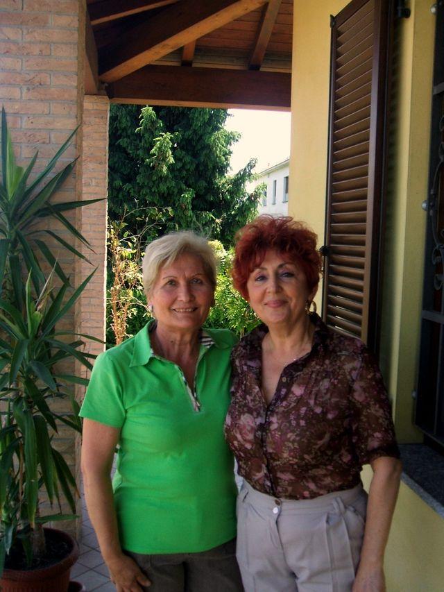 la signora Nicoletta (a destra)